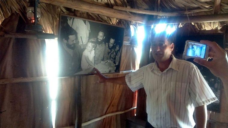 """Exposición """"Nuestro Fidel"""", en un bohío de la Ciénaga. Foto: Frank Vázquez."""