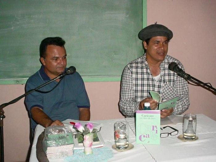 Onelio Escalona fue el invitado de Ronel González en su peña habitual en la Sede José de la Luz y Caballero de la Universidad de Holguín. Foto: Francisco Rojas González.