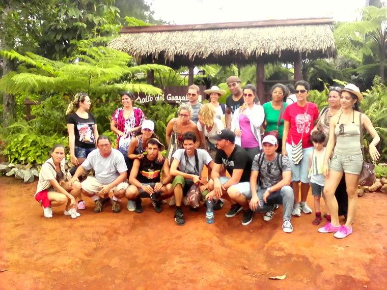 Integrantes de Guerrilla de la K visitan Mayarí. Fotos tomadas del blog del autor.