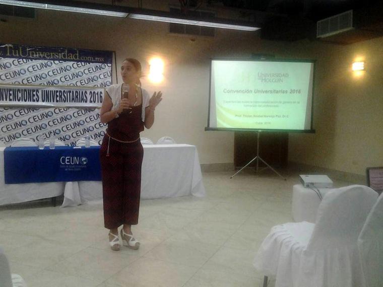La Dr.C. Anabel Naranjo Paz compartió su experiencia sobre Transversalización de género en las Convenciones Universitarias 2016 de CEUNO.  Efectuado en el Estado de Sonora en México, el 4 de junio de 2016. UHO FOTO/Cortesía de la Delegación holguinera.
