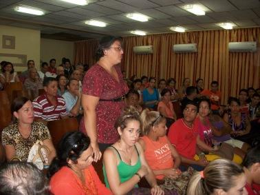 Cada opinión tiene mucho valor, señaló esta profesora que aprovechó la oportunidad para expresar su criterio. UHO FOTO/Luis Ernesto Ruiz Martínez.
