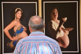 Exposición fotográfica Alumbrarte, de la fotorreportera Heidi Calderón, inaugurada en la sede del Centro Nacional de Educación Sexual (CENESEX), como parte de la clausura de la 3era Jornada Cubana Maternidad y Paternidad, en La Habana, el 17 de junio de 2016. ACN FOTO/Juan Pablo CARRERAS