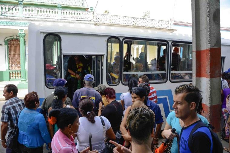 Ómnibus Diana de dos puertas, ensamblado en la Fábrica Evelio Prieto (Caisa), del municipio artemiseño de Guanajay, refuerza el transporte urbano en la ciudad de  Las Tunas, Cuba, 6 de enero de 2016. ACN FOTO/Yaciel PEÑA DE LA PEÑA.
