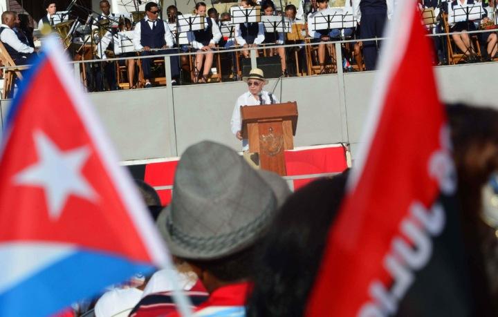 José Ramón Machado Ventura (podio), segundo secretario del Comité Central del PCC y Vicepresidente de los Consejos de Estado y de Ministros; pronunció las palabras centrales del acto nacional por el aniversario 63 del asalto a los cuarteles Moncada  y Carlos Manuel de Céspedes, efectuado en la Plaza de la Revolución Mayor General Serafín Sánchez, en Sancti Spíritus, el 26 de julio de 2016, Día de la Rebeldía Nacional.  ACN  FOTO/Osvaldo GUTIÉRREZ GÓMEZ.