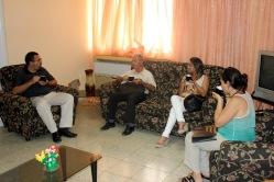 Fructífero intercambio momentos antes de la firma del Contrato de prestación de servicios de la Agencia Cubana de Noticias a la Universidad de Holguín. Efectuada el 7 de julio de 2016 en la Sede Celia Sánchez Manduley. UHO FOTO/Torralbas.
