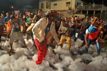 La comparsa de Vista Alegre obtuvo el Premio al mejor espectáculo integral, entre otros, del Carnaval Holguín 2016, durante la clausura de la fiesta popular, en la ciudad cubana de los parques, el 21 de agosto de 2016. ACN FOTO/Juan Pablo CARRERAS/sdl