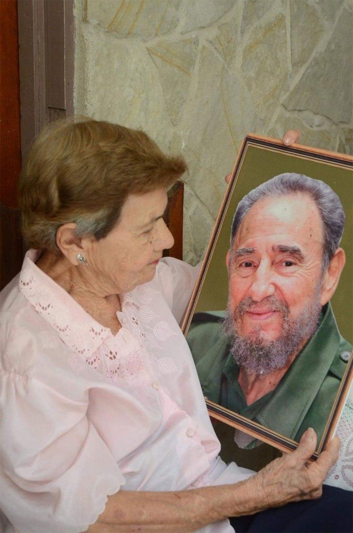 Un regalo para Elba, la novia de Fidel, que este 12 de agosto, estuvo de cumpleaños. Foto: William Parrao.