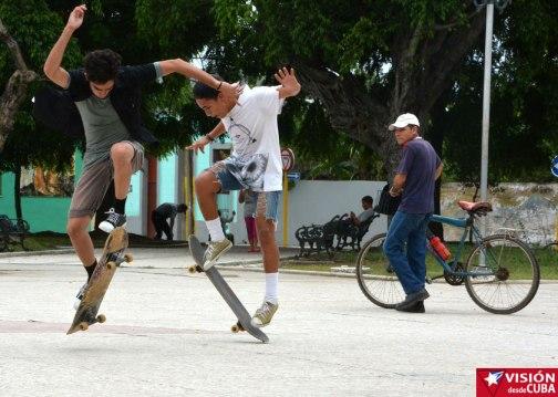 jovenes-patinetas-vdc12