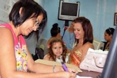 La familia participa en el proceso de matrícula para el nuevo curso escolar 2016-2017 que se desarrolla en todas las sedes de la Universidad de Holguín desde el lunes 29 de agosto de 2016. UHO FOTO/Luis Ernesto Ruiz Martínez.