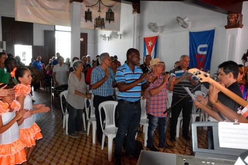 """Periodistas holguineros felicitan a Fidel por su cumpleaños 90 en el comienzo de """"Palabra Viva"""", inciativa que desarrolla la UPEC en Holguín. VDC FOTO/Luis Ernesto Ruiz Martínez."""