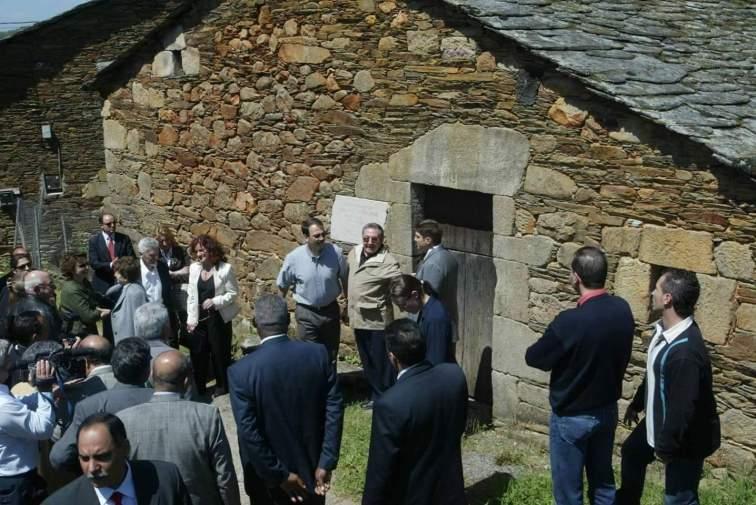 Raul Castro Ruz en Láncara Lugo Galicia tierra de su padre Don Angel Castro Argiz 2005