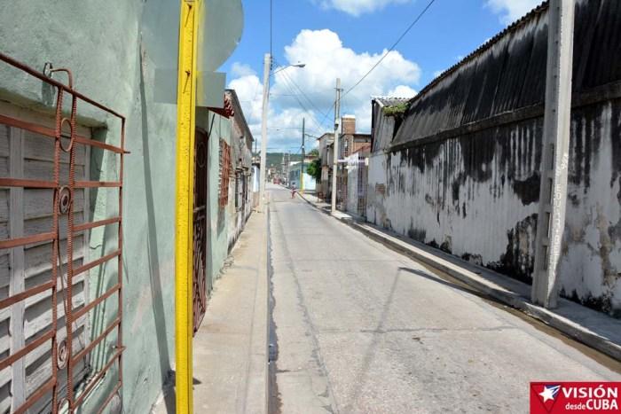 Esta es la calle que muchos identifican como la más estrecha de la ciudad, se trata de José Antonio Cardet, entre Cables y Aricochea. VDC FOTO/Luis Ernesto Ruiz Martínez.