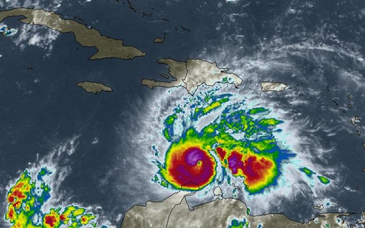 El huracán Mathew ha continuado ganando en intensidad, alcanzando la categoría tres en la escala Saffir Simpson. Foto: intellicast.com