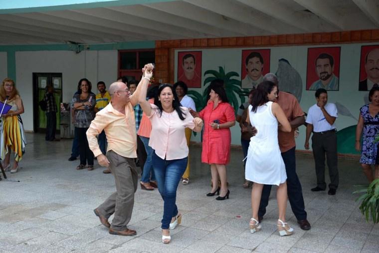 Muestras de alegría y habilidades en el baile fueron demostradas por miembros del Consejo de Dirección durante el acto de inicio del curso escolar 2016-2017. Efectuado en la Facultad de Cultura Física el 5 de septiembre de 2016. UHO FOTO/Luis Ernesto Ruiz Martínez.