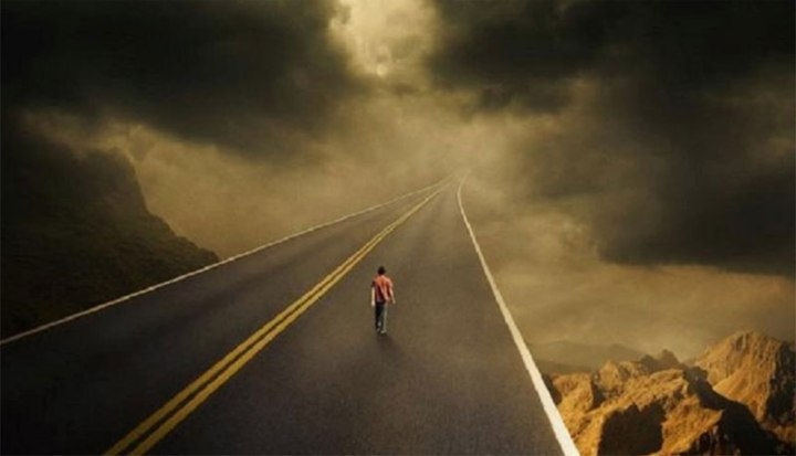 Algunos andan por el camino, sin importarles a dónde les conduce. Foto tomada de internet.