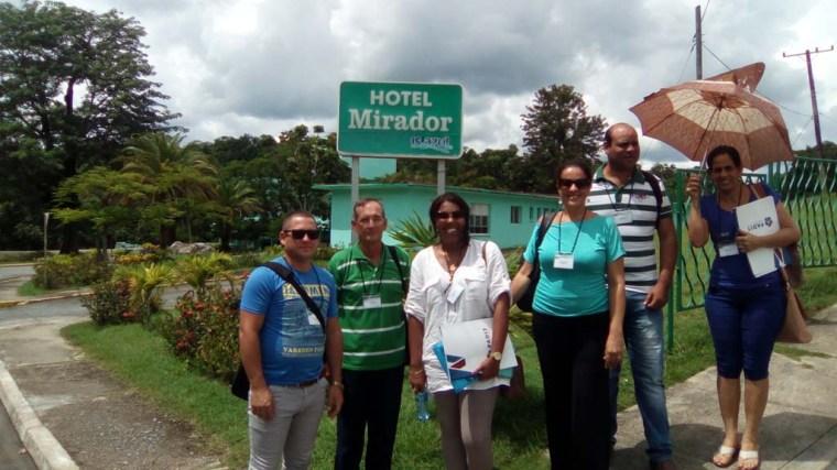 Parte de la delegación de Holguín intercambia con delegados de la Universidad de La Habana y de la Universidad de Las Tunas.