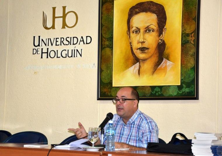 Limia intercambió con estudiantes y trabajadores de la Universidad de Holguín sobre temas polémicos de nuestra realidad. VDC FOTO/Luis Ernesto Ruiz Martínez.