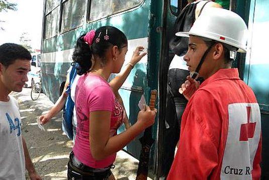 Evacuación de personas. Foto: Pablo Aleaga/Radio Juvenil.