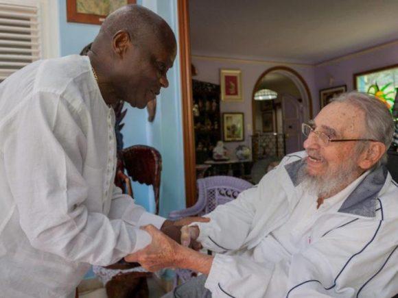 Dialogó fraternalmente Fidel con el Presidente de Guinea Bissau