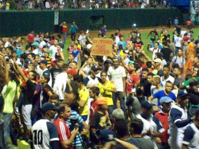 Otra vez el sabor de la victoria inunda el Estadio Calixto García. Foto: Luis Mario Rodríguez/Cortesía Ahora.
