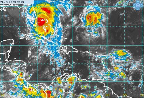 En el extremo inferior derecho, la onda tropical avanza hacia el Caribe Oriental; casi al centro, arriba, Nicole convertido en huracán, mientras a la izquierda del mapa se puede ver a Matthew azotando ya el litoral oriental de La Florida. / Foto: Insmet