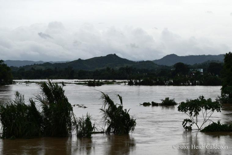Inundaciones por la crecida del Río Sagua, en el municipio de Sagua de Tánamo, provincia de Holguín, tras paso del Huracán Matthew por el oriente de Cuba. Fotos Heidi Calderón Sanchez