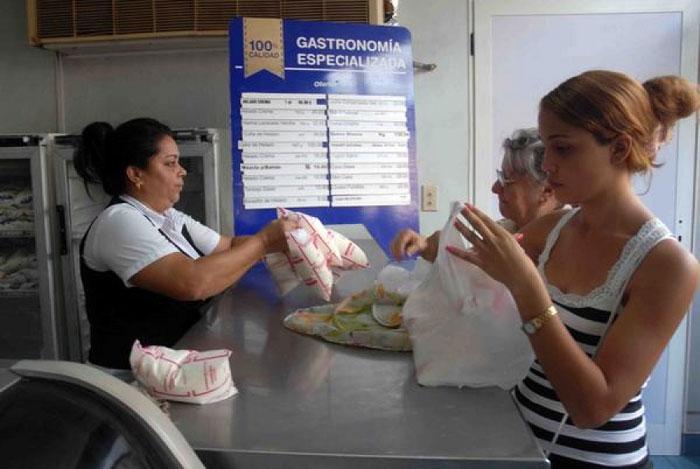Aumenta venta liberada de alimentos en Holguín ante cercanía del huracán Matthew.
