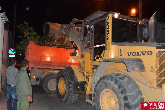 Recogida de desechos en Holguín antes del paso del huracán Matthew. VDC FOTO/Luis Ernesto Ruiz Martínez.