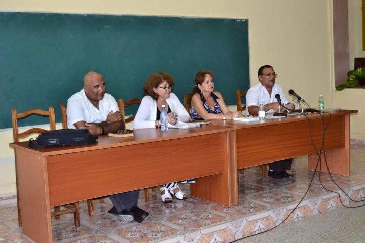 Panel por la Cultura Cubana desarrollado en la Universidad de Holguín. De izquierda a derecha en la foto: Ramón Collado, Sucelt Salazar, Marianela Rabell y Ernesto Galbán. Foto: Alexis Rodríguez Leyva.