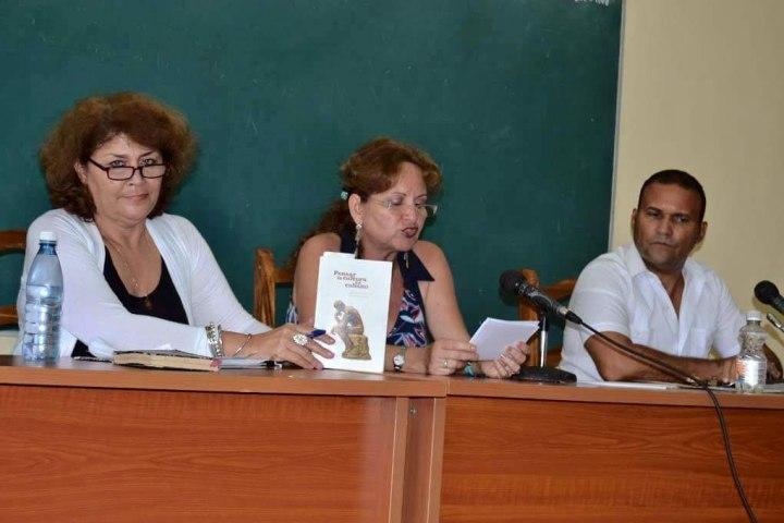 Marianela Rabell presentó el libro Pensar la cultura en cubano. Foto: Alexis Rodríguez Leyva.