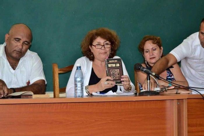Sucelt Lucía Salazar Rosabal compartió sus impresiones sobre el libro Wifredo Lam, escrito por Antonio Núñez Jiménez. Foto: Alexis Rodríguez Leyva.
