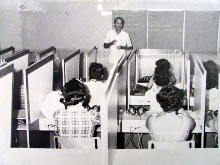 Desde los primeros años, los laboratorios de idiomas favorecen la formación profesional.