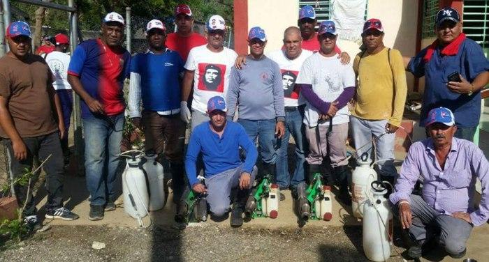 Enmanuel felicita a los trabajadores de Vectores.