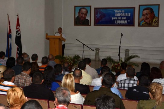 Acto de graduación del Diplomado de Gestión Empresarial y Dirección en Administración Pública, efectuado en la Escuela del Partido el 18 de noviembre de 2016. UHO FOTO/Luis Ernesto Ruiz Martínez.