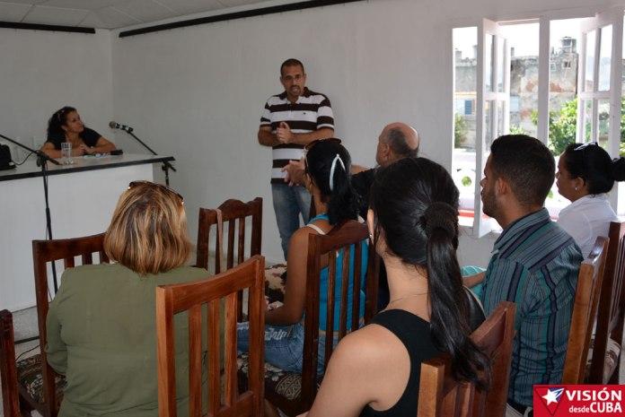 Intercambio sobre redes sociales con el colectivo de Radio Holguín. VDC Foto/Carlos Parra Zaldívar.