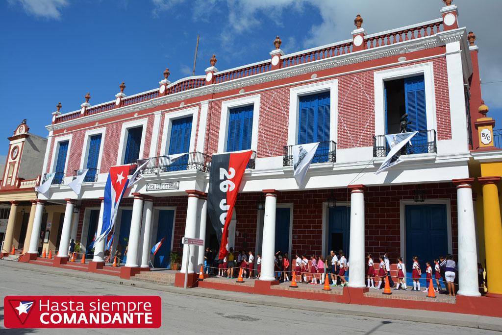 En la Periquera el pueblo holguinero rinde tributo al Comandante en Jefe Fidel Castro.