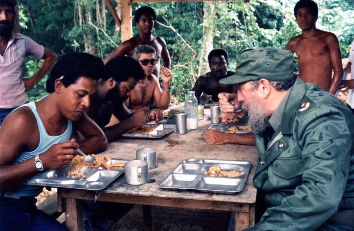 Toda una vida junto al pueblo cubano. Imagen facilitada por el MSc. Victor Aguilera, profesor de la Universidad de Holguín.