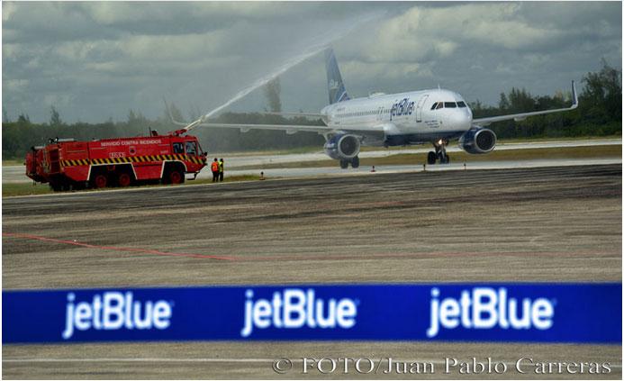 Bautismo del vuelo inaugural de la compañía norteamericana Jetblue, en el Aeropuerto Internacional Frank País de Holguín, Cuba, el 10 de noviembre de 2016. Foto: Juan Pablo Carreras.