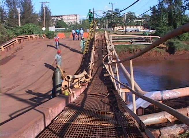 Se trabaja en la recuperación del puente. Foto: Kegnar Pereira