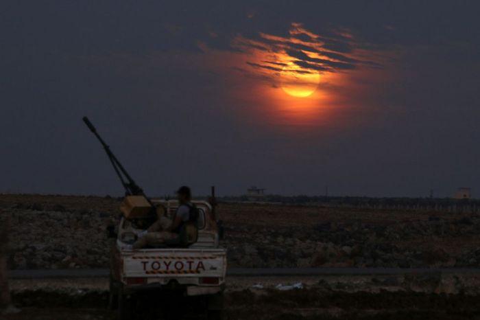 La superluna brilla al oeste de Dael (Siria). ALAA AL-FAQIR (REUTERS)