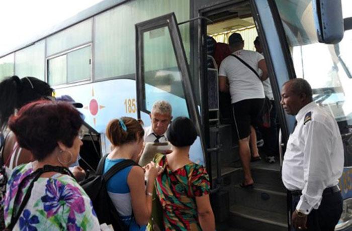 Esperemos que las deficiencias en la Terminal Santiago-Habana no sean contagiosas ni generales. Foto tomada del Ahora.