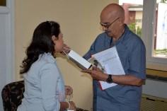 Antonio Moltó, Presidente de la UPEC, recibe obsequios la Universidad de Holguín donde reciben obsequios de la institución. UHO-FOTO/Luis Ernesto Ruiz Martínez-Dircom