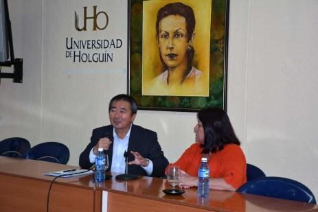 El Excmo Sr. Masaru Watanabe, Embajador de Japón en Cuba, durante la conferencia ofrecida en la Sede Celia Sánchez de la Universidad de Holguín. UHO FOTO/Luis Ernesto Ruiz Martínez-Dircom