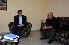 Delegación de Japón visita la Universidad de Holguín. El Excmo Sr. Masaru Watanabe, Embajador de Japón en Cuba dialoga con el Dr.C. Jorge Luis Torres, Vicerrector de Investigaciones (en funciones) de la Universidad de Holguín. UHO FOTO/Luis Ernesto Ruiz Martínez-Dircom