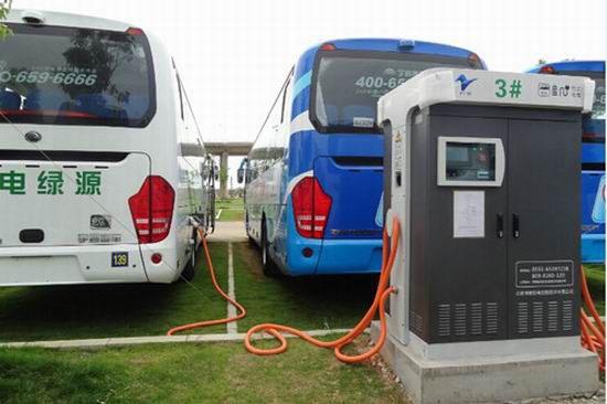 Cargando las baterías de las Yutong. Foto tomada de internet.