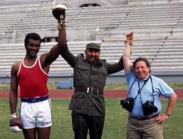 Fidel Castro y el boxeador cubano Teófilo Stevenson, 1984, Los Angeles.