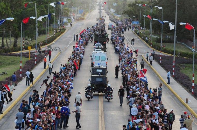 Los holguineros despiden a Fidel en el Trébol de la Carretera Central. Foto: Carlos Rafael Díaz