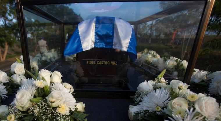 La cenizas del líder histórico de la Revolución Cubana fueron inhumadas este domingo luego de multitudinarios actos de homenaje.