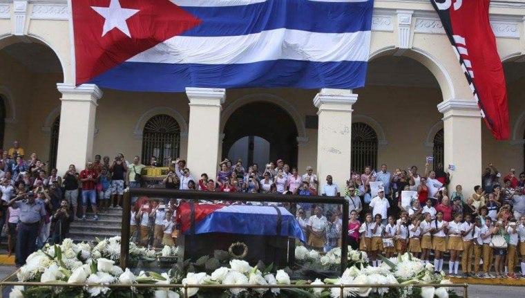 Fidel recibe el tributo de su pueblo.