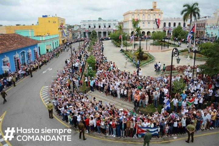 Cuba entera sale a las calles a rendir tributo a Fidel.